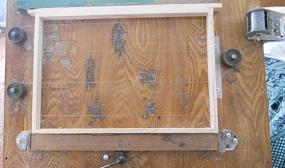 Как натянуть проволоку на пчелиную рамку