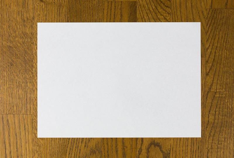 Лист белого цвета