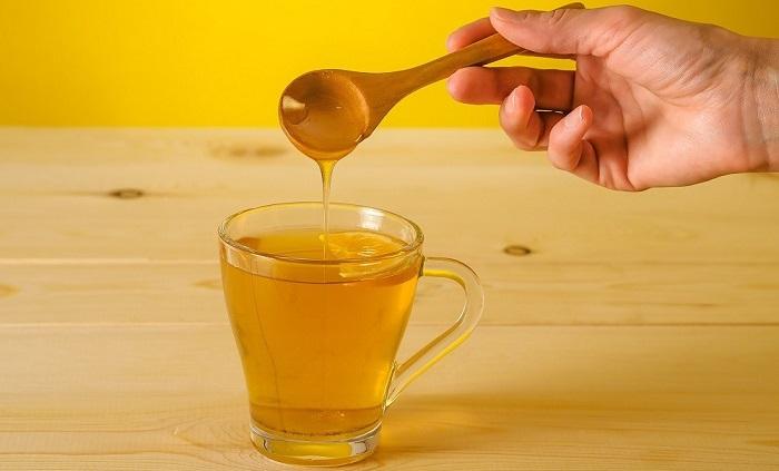 Мед в чашке