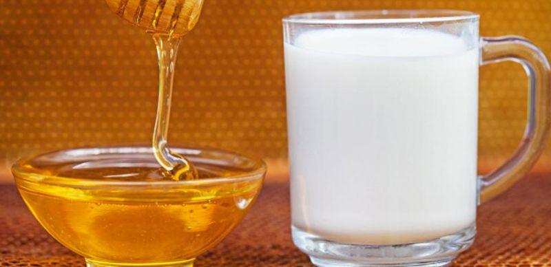 Медовый напиток с молоком и маслом