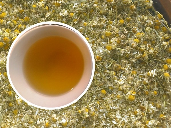 Отвар ромашки с медом для полоскания