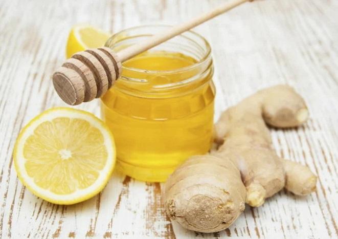 Напиток из мёда, лимона и имбиря