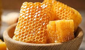 Как есть мед в сотах