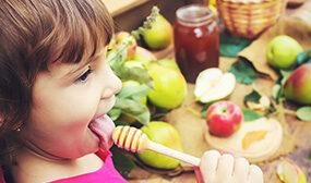 С какого возраста мед можно давать детям