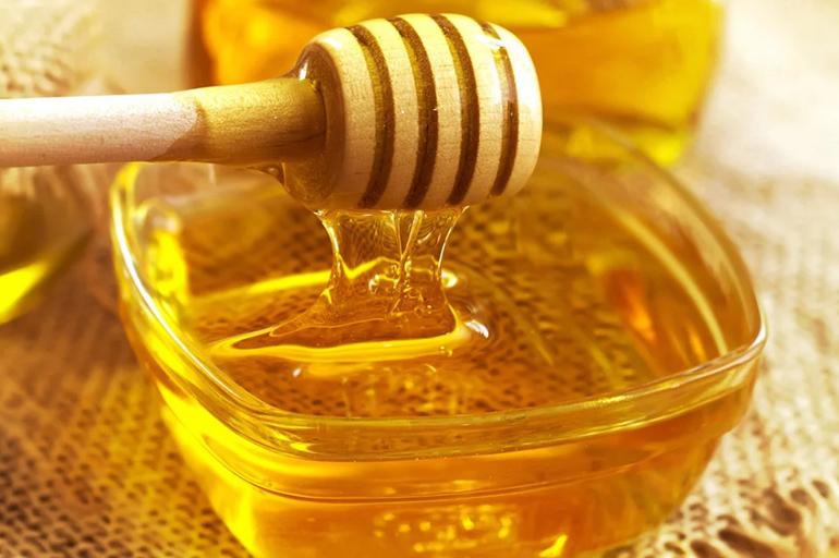 Мёд стекает с плошки