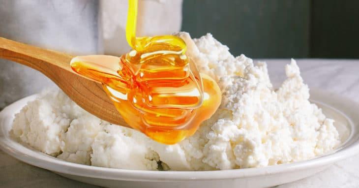 Мед и творог