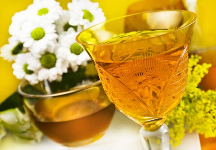Медовое вино в бокале